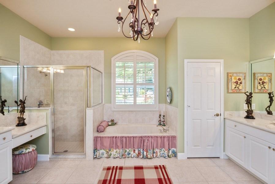 Real Estate Photography - 440 40th Sq SW, Vero Beach, FL, 32968 - Master Bathroom
