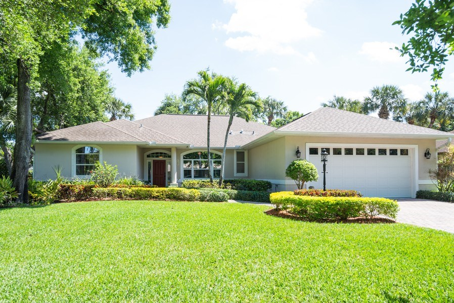 Real Estate Photography - 440 40th Sq SW, Vero Beach, FL, 32968 - Front View