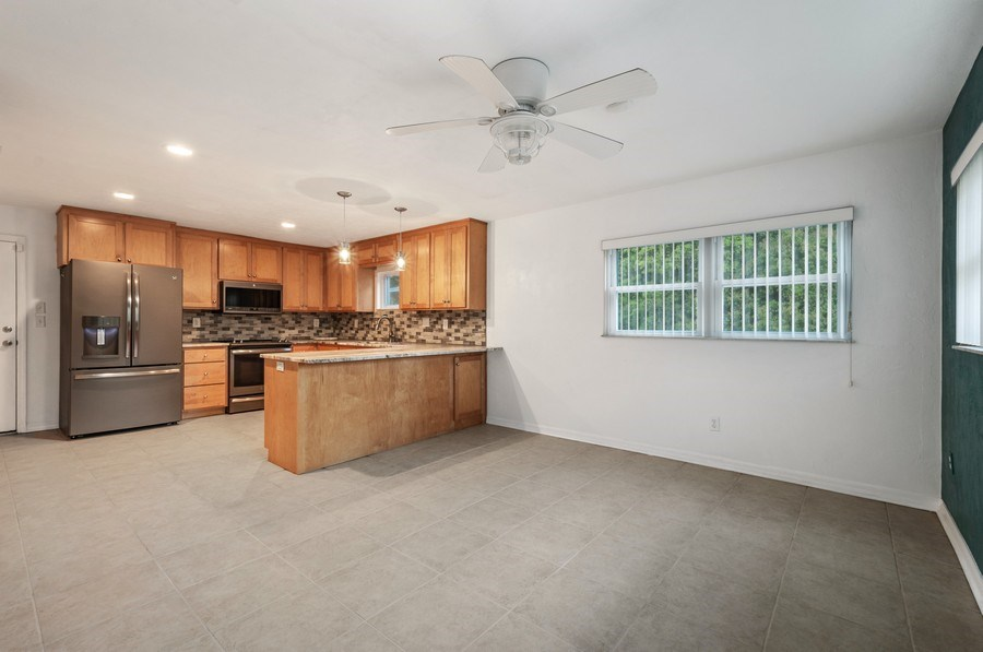 Real Estate Photography - 14404 NW 145 Terrace, Alachua, FL, 32615 - Kitchen/Dining