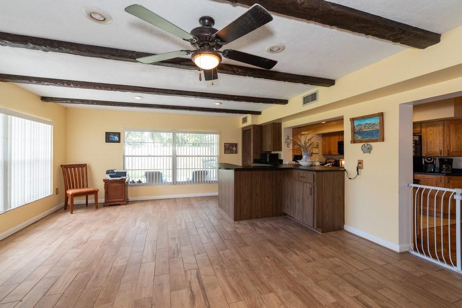Real Estate Photography - 6022 Linneal Beach Dr., Apopka, FL, 32703 - Sunroom