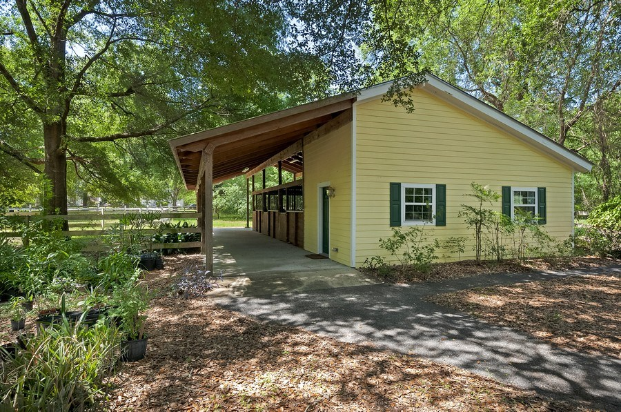 Real Estate Photography - 7325 SW 97TH LN, GAINESVILLE, FL, 32608 - Horse Stall / Stables