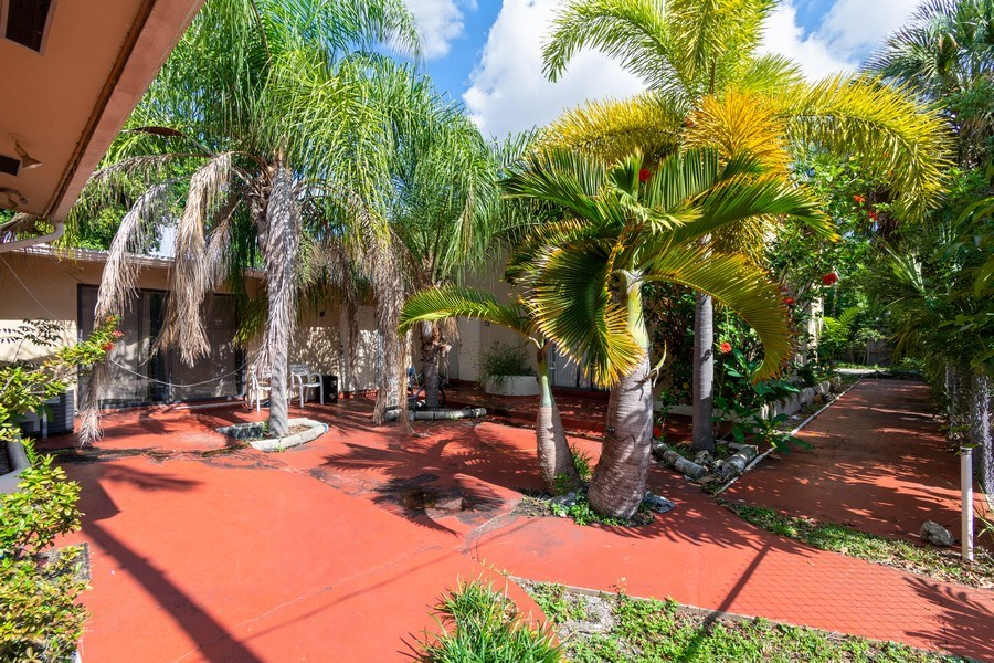 Real Estate Photography - 2027 Fletcher St, Hollywood, FL, 33020 - Courtyard