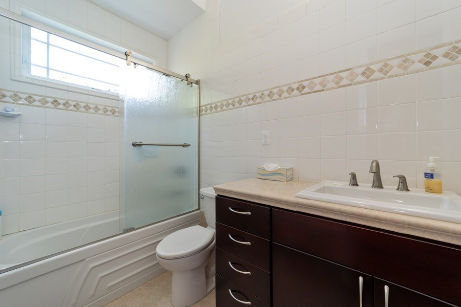 Real Estate Photography - 26052 Splendid Meadow Ct., Astatula, FL, 34705 - Bathroom 2