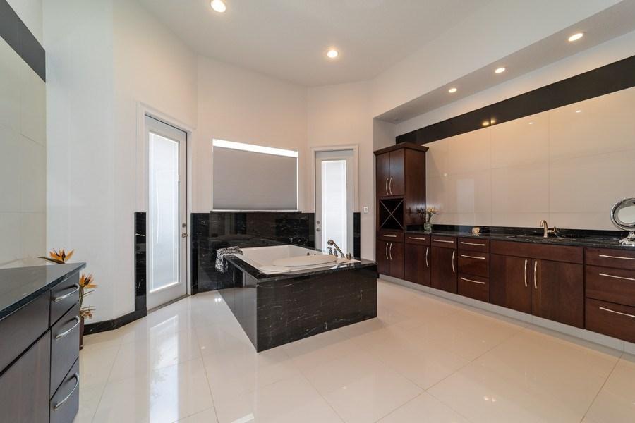 Real Estate Photography - 26052 Splendid Meadow Ct., Astatula, FL, 34705 - Master Bathroom