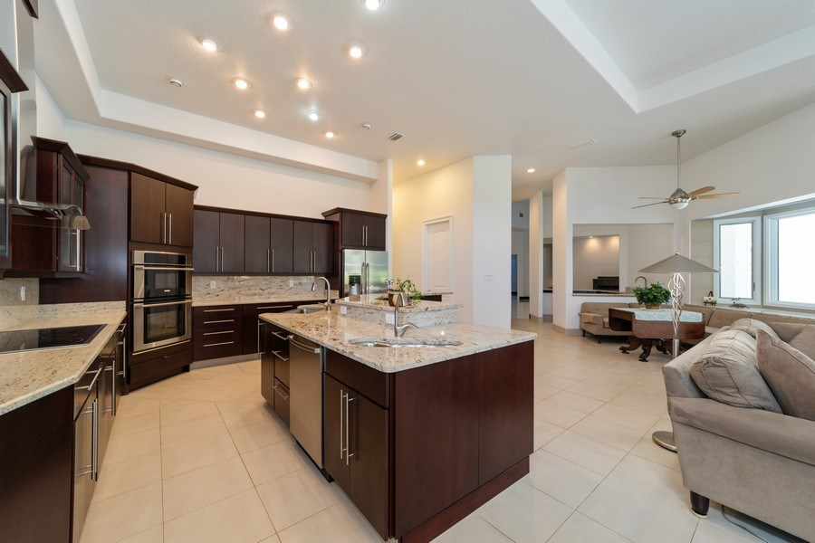 Real Estate Photography - 26052 Splendid Meadow Ct., Astatula, FL, 34705 - Kitchen