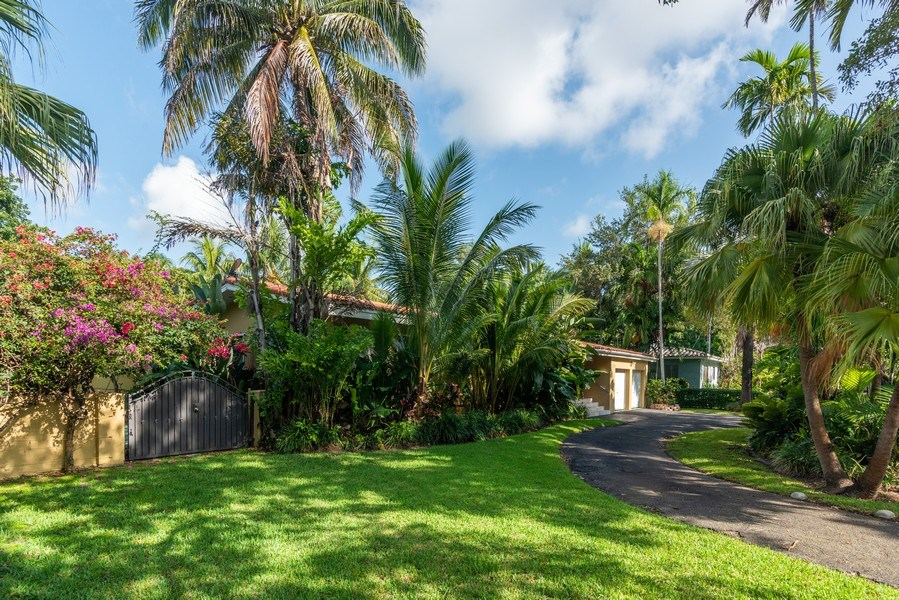 Real Estate Photography - 3920 Monserrate Street, Coral Gables, FL, 33134 - Front Yard