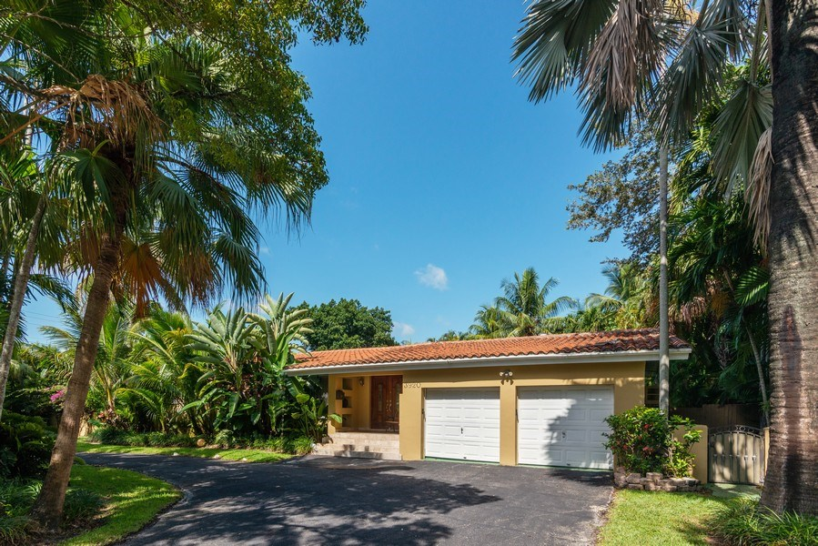 Real Estate Photography - 3920 Monserrate Street, Coral Gables, FL, 33134 - Front View