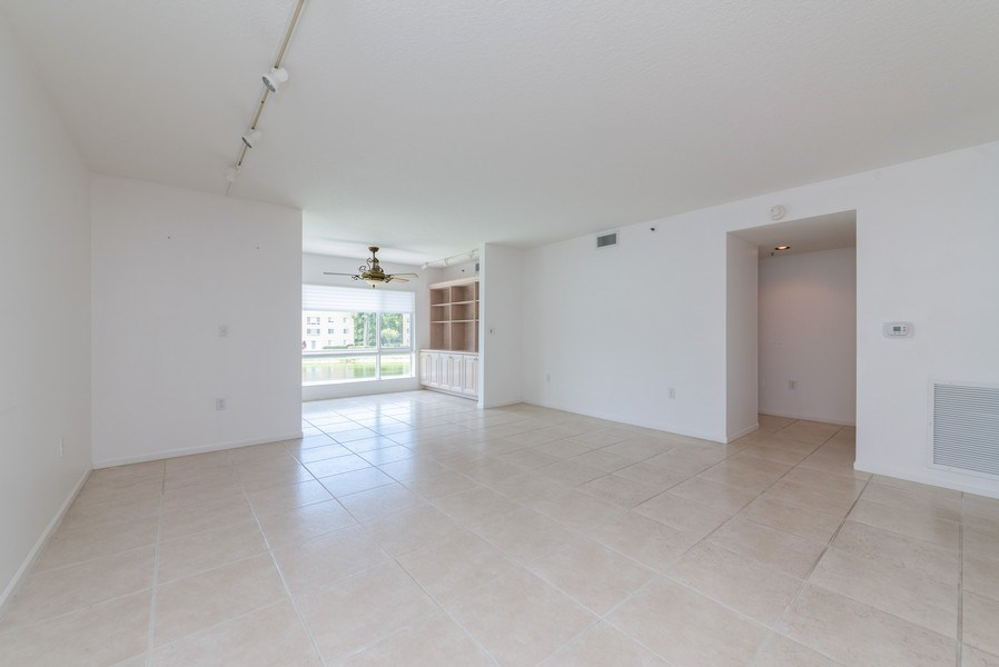 Real Estate Photography - 12529 Imperial Isle, Apt 207, Boynton Beach, FL, 33437 - Living Room