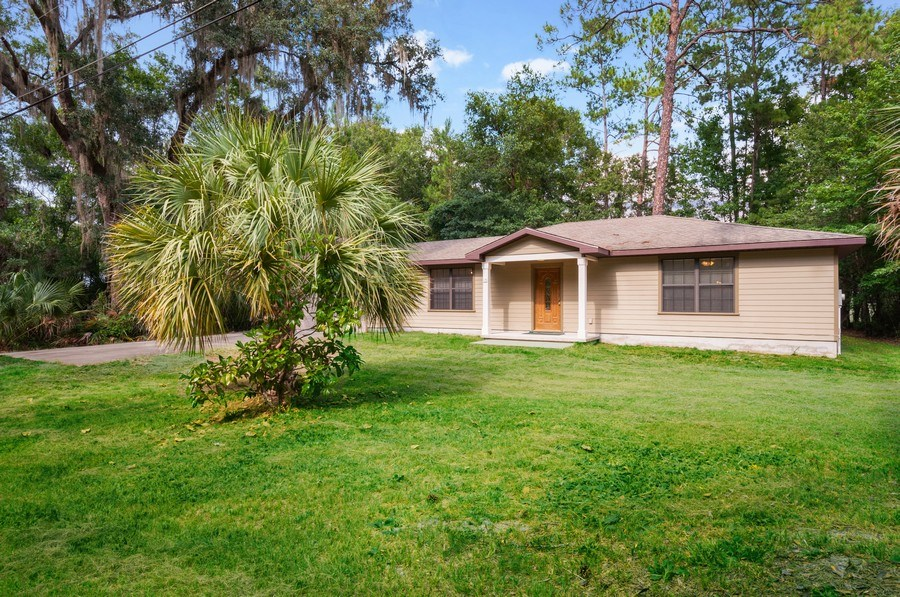 Real Estate Photography - 115 SE 6th Street, Micanopy, FL, 32667 - Front View