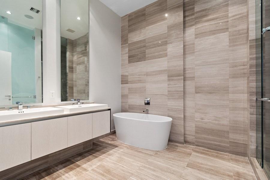 Real Estate Photography - 3250 NE 188th St. #L107, Aventura, FL, 33180 - Master Bathroom