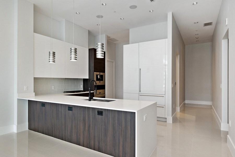 Real Estate Photography - 3250 NE 188th St. #L107, Aventura, FL, 33180 - Kitchen