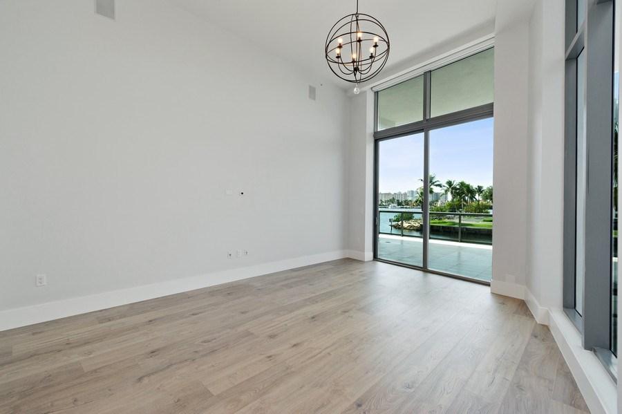 Real Estate Photography - 3250 NE 188th St. #L107, Aventura, FL, 33180 - Master Bedroom