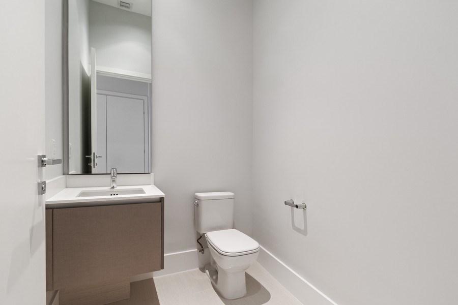 Real Estate Photography - 3250 NE 188th St. #L107, Aventura, FL, 33180 - Half Bath