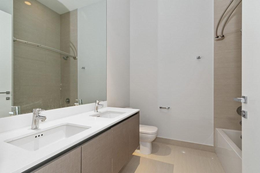 Real Estate Photography - 3250 NE 188th St. #L107, Aventura, FL, 33180 - Bathroom