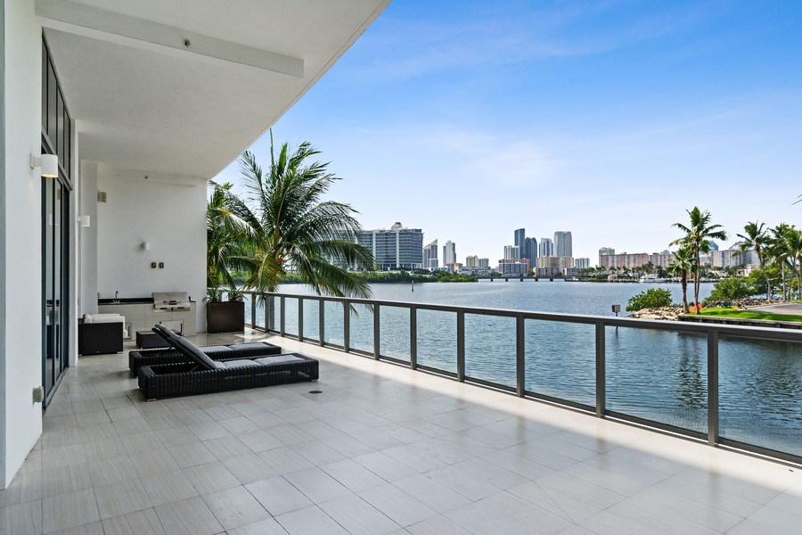 Real Estate Photography - 3250 NE 188th St. #L107, Aventura, FL, 33180 - Balcony
