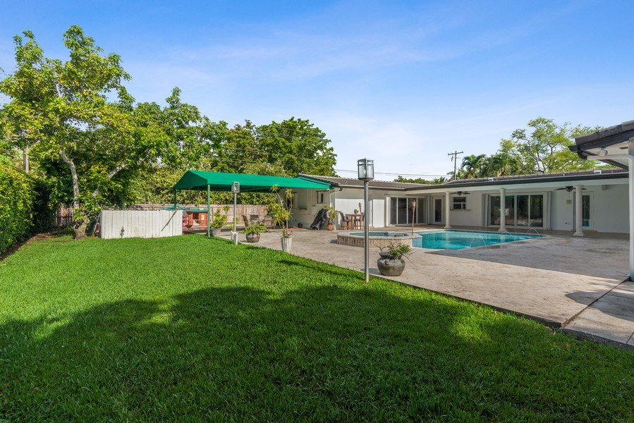 Real Estate Photography - 7670 SW 129th St., Pinecrest, FL, 33156 - Back Yard