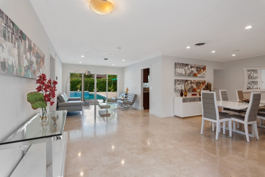 Real Estate Photography - 7670 SW 129th St., Pinecrest, FL, 33156 - Entryway