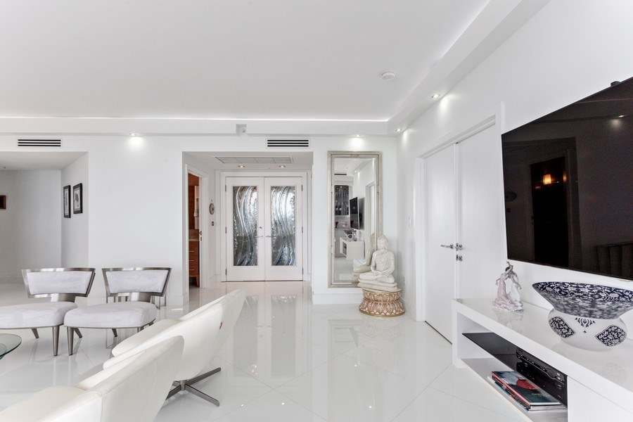 Real Estate Photography - 100 South Birch Road #2404E, Fort Lauderdale, FL, 33316 - Foyer