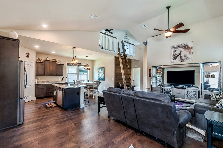 Real Estate Photography - 1789 SW 247th Street, Newberry, FL, 32669 - Family Room