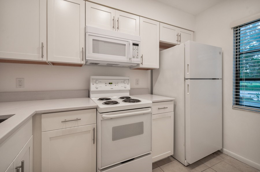 Real Estate Photography - 1420 SW 25th place, Gainesville, FL, 32608 - Kitchen