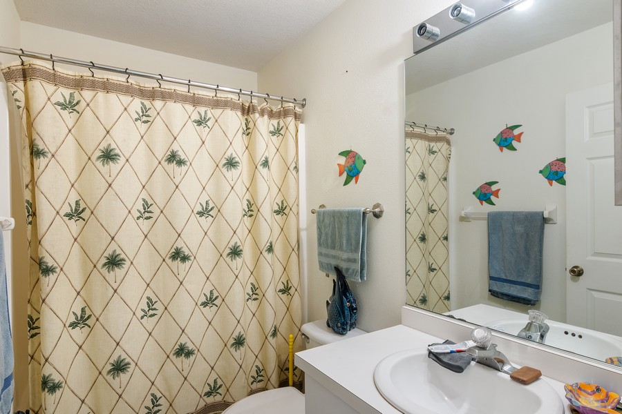 Real Estate Photography - 3011 Live Oak Ln, Palmetto, FL, 34221 - 2nd Bathroom