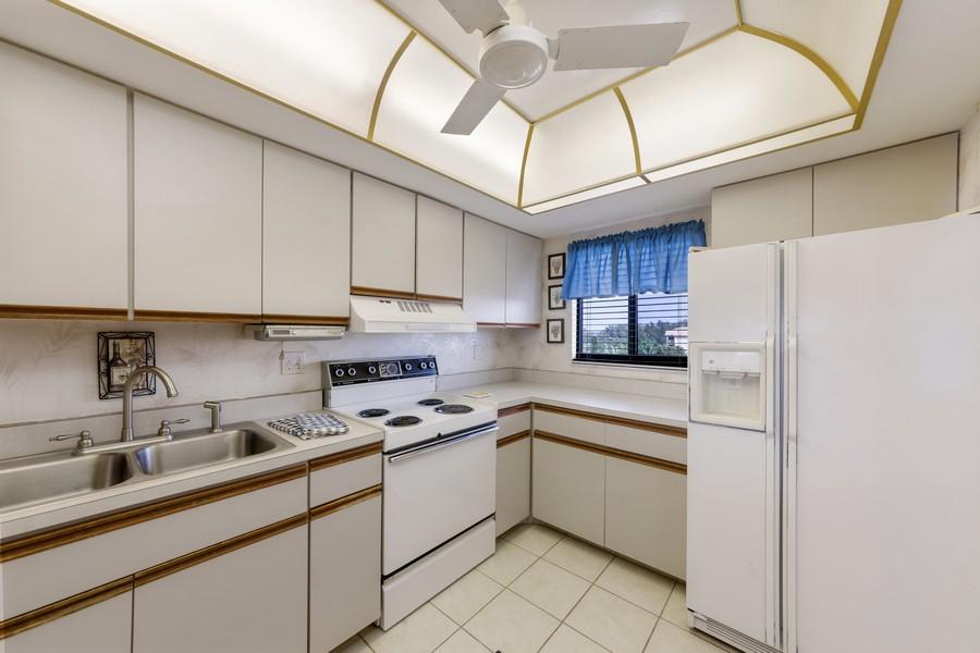 Real Estate Photography - 4280 SE 20th Pl, Unit 702, Cape Coral, FL, 33904 - Kitchen