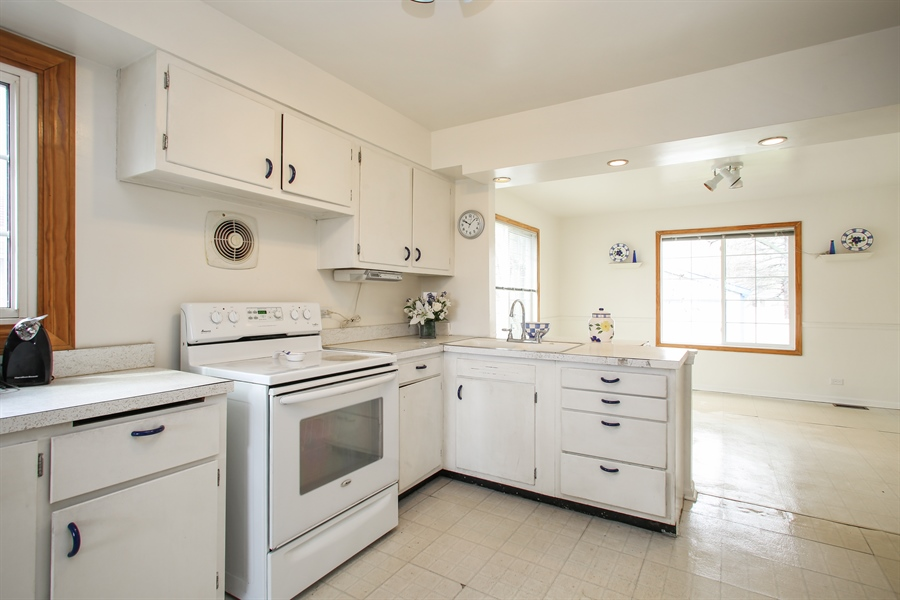 Real Estate Photography - 312 N. William, Mt. Prospect, IL, 60056 - Kitchen
