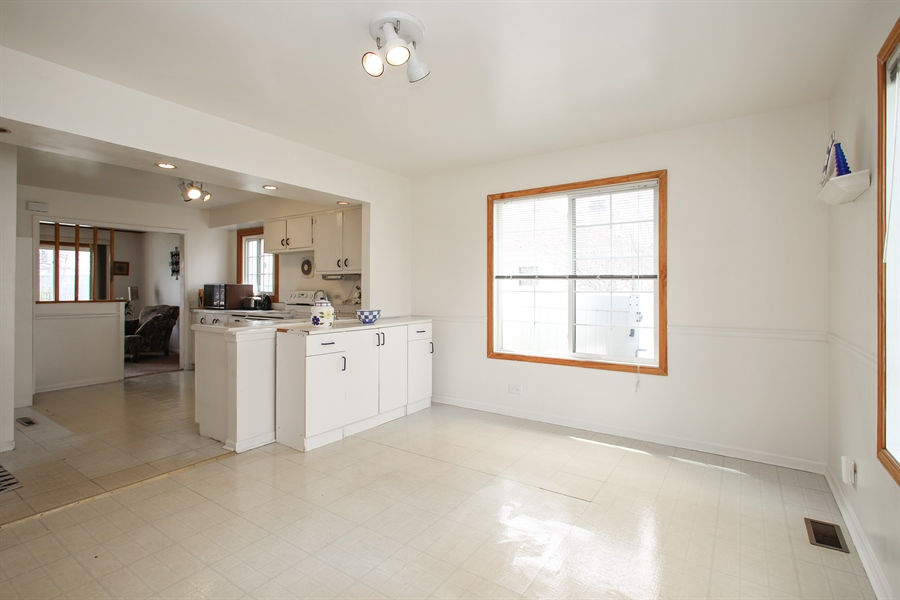 Real Estate Photography - 312 N. William, Mt. Prospect, IL, 60056 - Kitchen / Dining Room