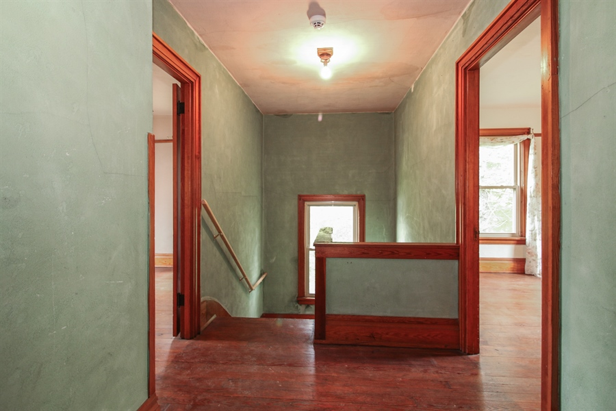 Real Estate Photography - 10413 Lawrence Rd, Harvard, IL, 60033 - Hallway