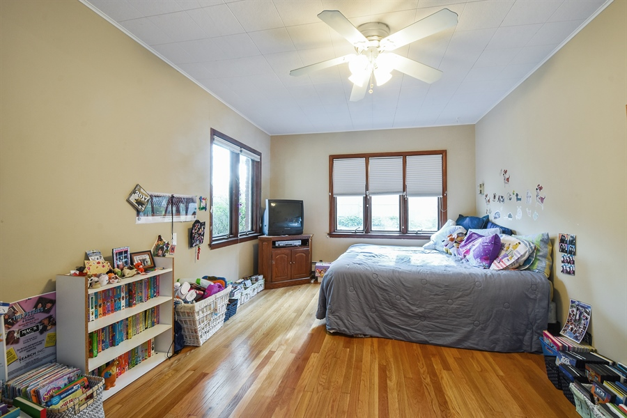 Real Estate Photography - 449 W Grand Ave, Lake Zurich, IL, 60047 - 3rd Bedroom