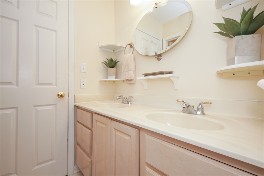 Real Estate Photography - 720 Mulberry, Algonquin, IL, 60102 - Bathroom