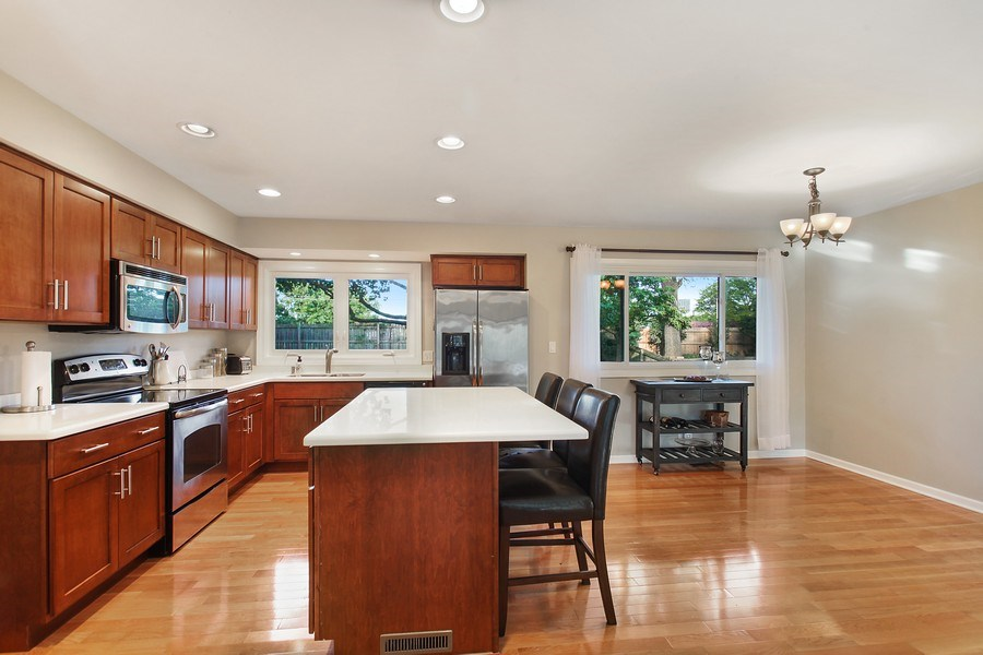 Real Estate Photography - 2132 Adams St, Rolling Meadows, IL, 60008 - Kitchen