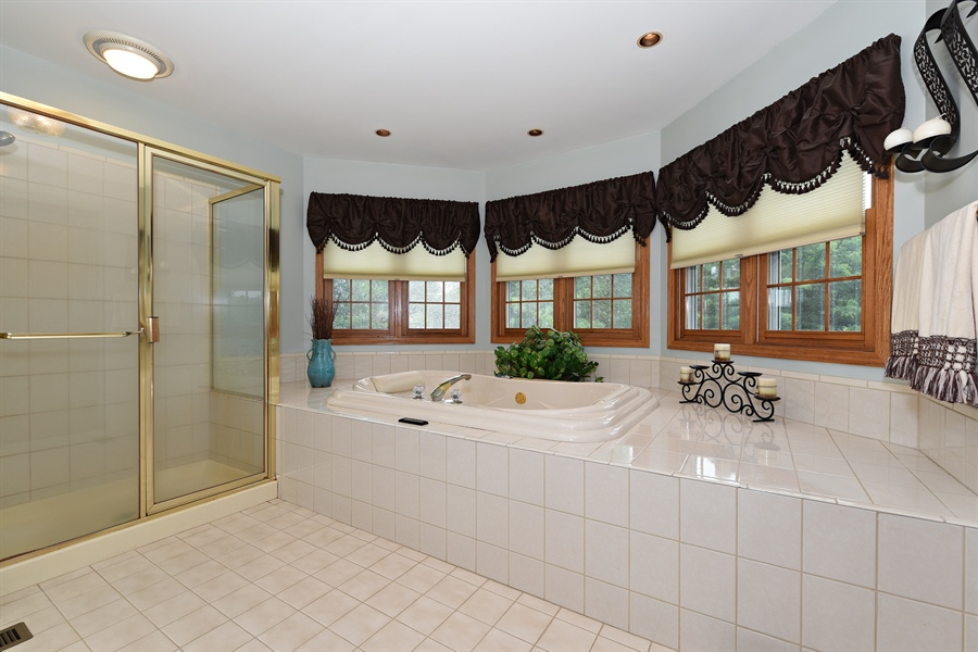 Real Estate Photography - 10N768 Williamsburg Dr, Elgin, IL, 60124 - Master Bathroom