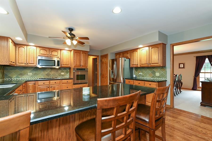 Real Estate Photography - 10N768 Williamsburg Dr, Elgin, IL, 60124 - Kitchen