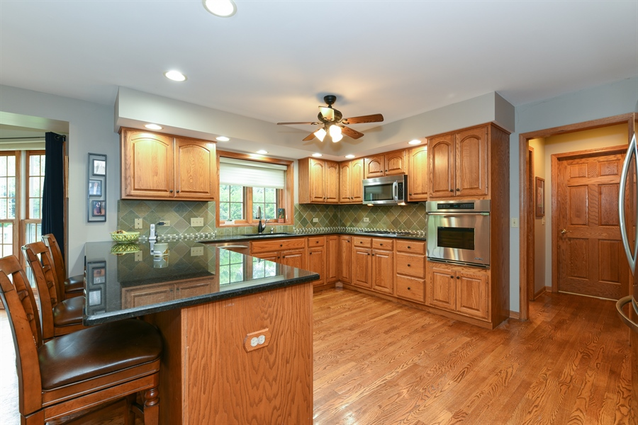 Real Estate Photography - 10N768 Williamsburg Dr, Elgin, IL, 60124 - Kitchen