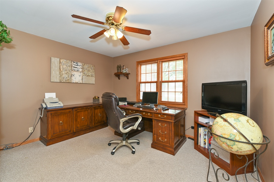 Real Estate Photography - 10N768 Williamsburg Dr, Elgin, IL, 60124 - Office