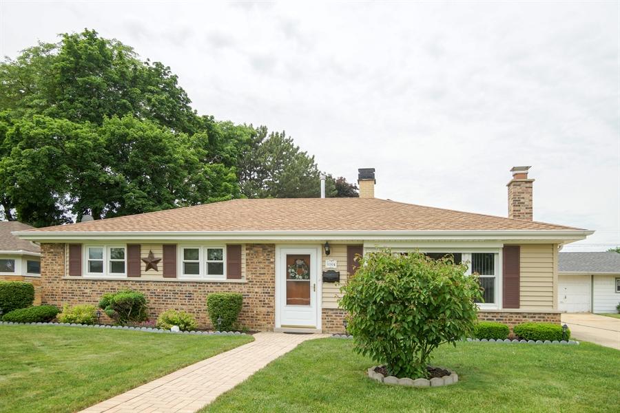 Real Estate Photography - 1064 W Villa Dr, Des Plaines, IL, 60016 - Front View