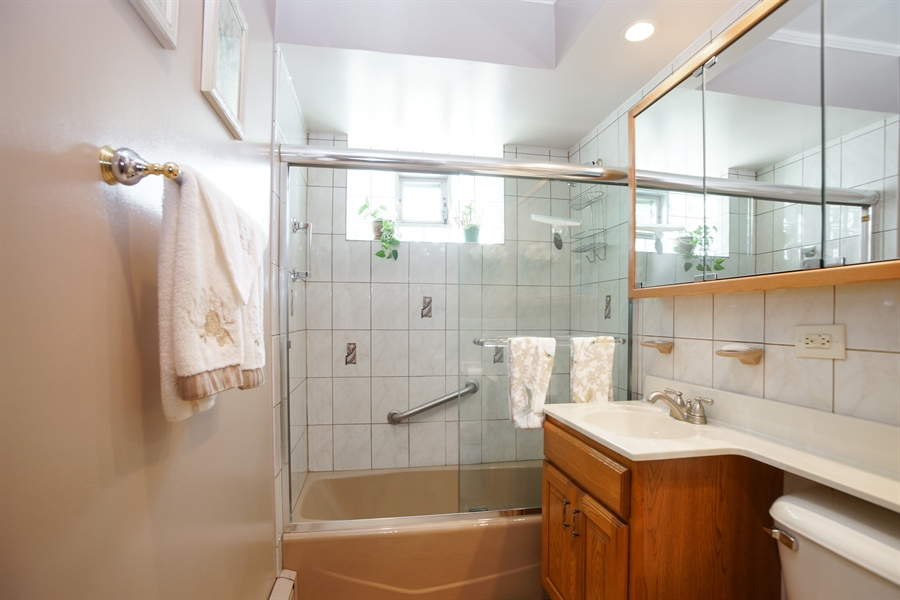 Real Estate Photography - 1064 W Villa Dr, Des Plaines, IL, 60016 - Bathroom