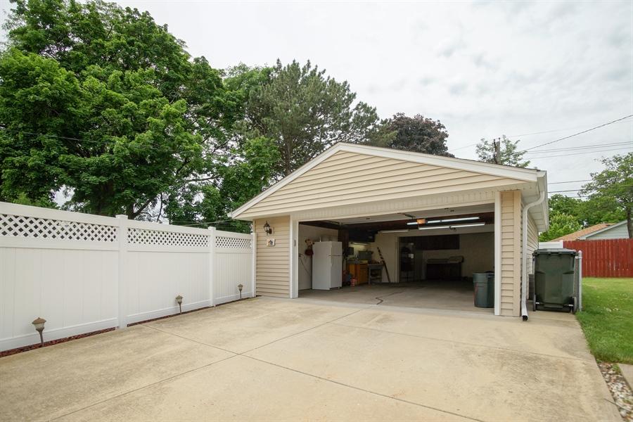 Real Estate Photography - 1064 W Villa Dr, Des Plaines, IL, 60016 - Patio