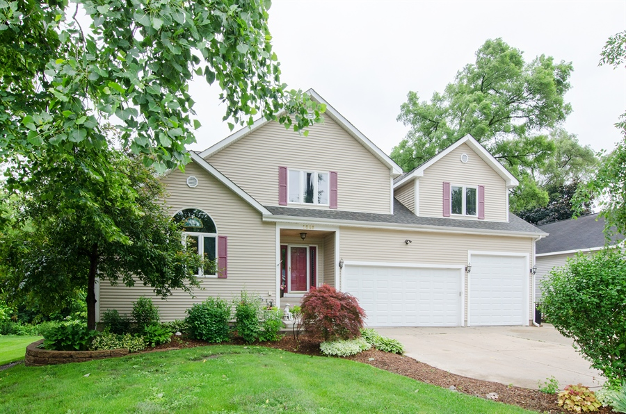 Real Estate Photography - 1545 N Harrison St, Algonquin, IL, 60102 - Front View