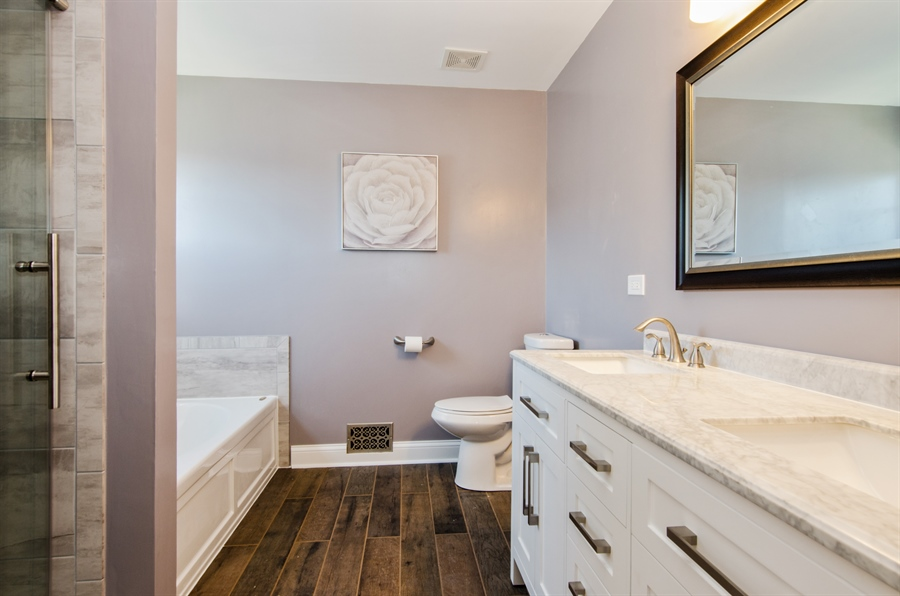 Real Estate Photography - 3 Banbury Court, Lake In The Hills, IL, 60156 - Master Bathroom