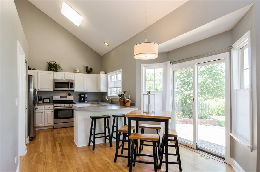Real Estate Photography - 3 Banbury Court, Lake In The Hills, IL, 60156 - Kitchen / Breakfast Room
