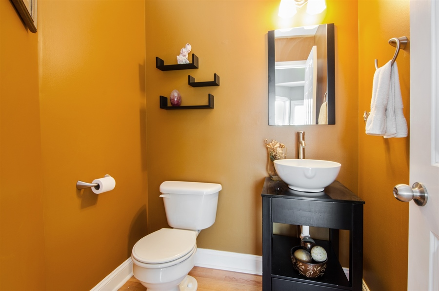 Real Estate Photography - 3 Banbury Court, Lake In The Hills, IL, 60156 - Powder Room