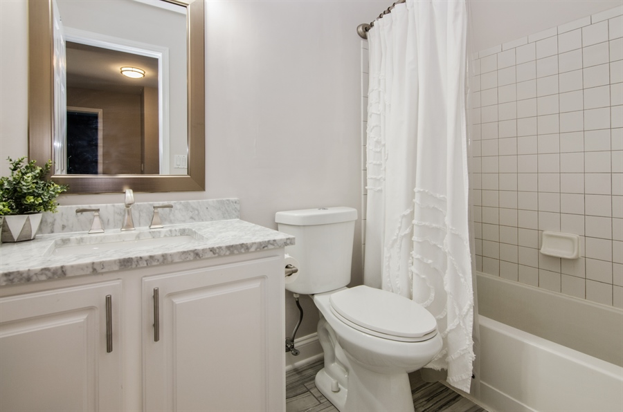 Real Estate Photography - 3 Banbury Court, Lake In The Hills, IL, 60156 - 2nd Bathroom