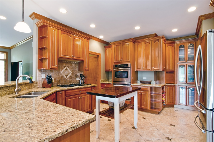 Real Estate Photography - 7930 Dunhill, Lakewood, IL, 60014 - Kitchen