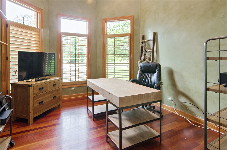 Real Estate Photography - 7930 Dunhill, Lakewood, IL, 60014 - Office