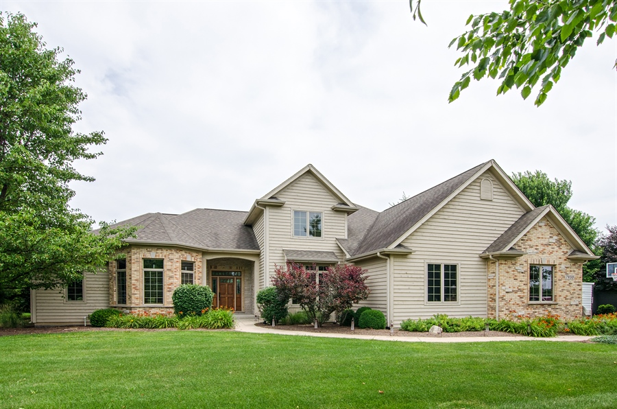 Real Estate Photography - 7930 Dunhill, Lakewood, IL, 60014 - Front View