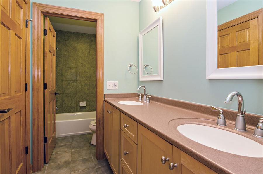 Real Estate Photography - 7930 Dunhill, Lakewood, IL, 60014 - 2nd Bathroom