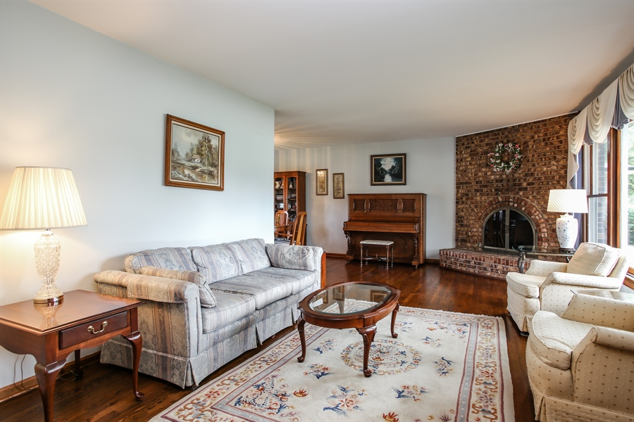 Real Estate Photography - 1015 Lancaster, Mount Prospect, IL, 60056 - Living Room