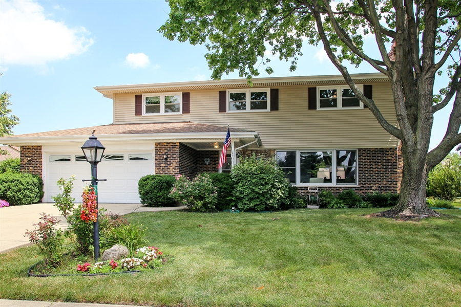 Real Estate Photography - 1015 Lancaster, Mount Prospect, IL, 60056 - Front View